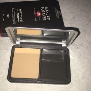Make Up Forever matte velvet skin powder